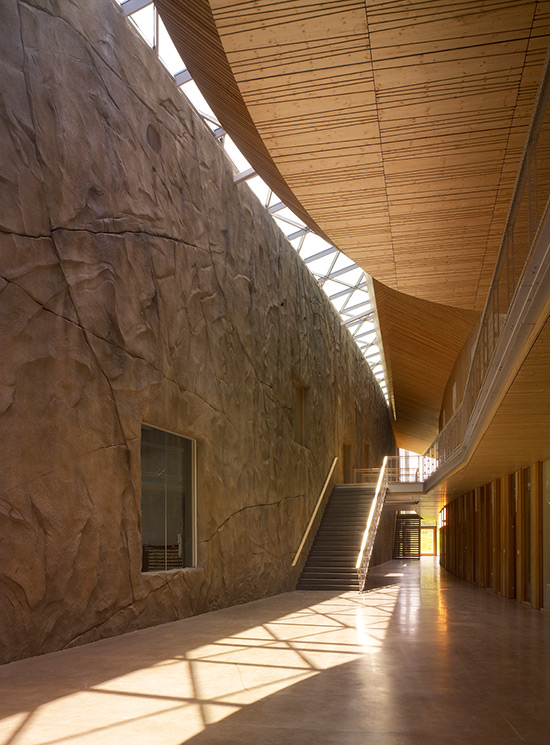 Rossignol global headquarters a tribute to the mountain for Architecte interieur herault